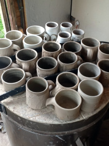 18 mugs drying