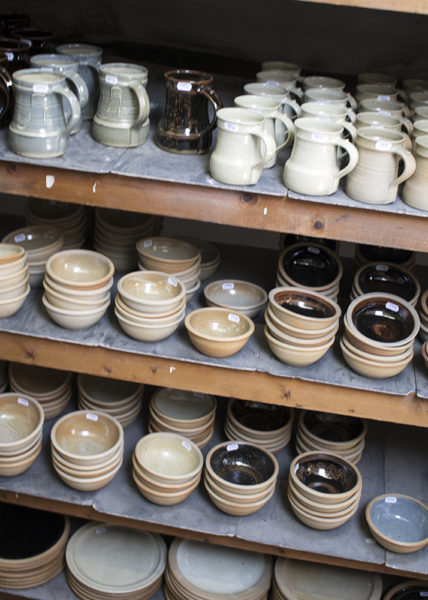 So familar, always reminds me of the LEach standard ware at St Ives and John Leach's production ware too.